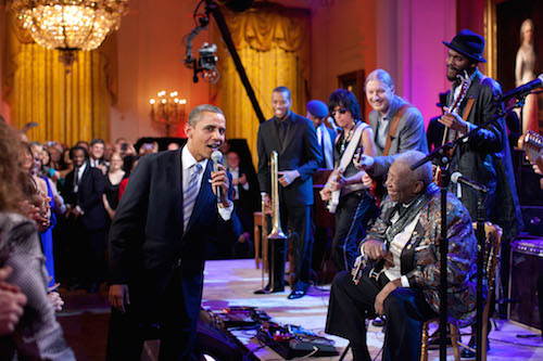Barack_Obama_singing_in_the_East_Room